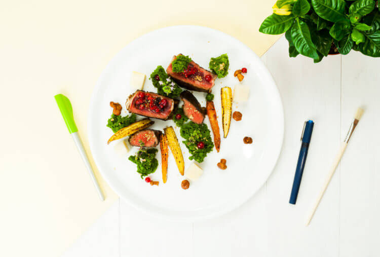Kolorowanka natalerzu: steak zserca wołowego, zielone ciasto zmikrofali, kiszone kurki