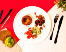 Tatar z sarny, kiszone grzyby, kiszona rzodkiewka