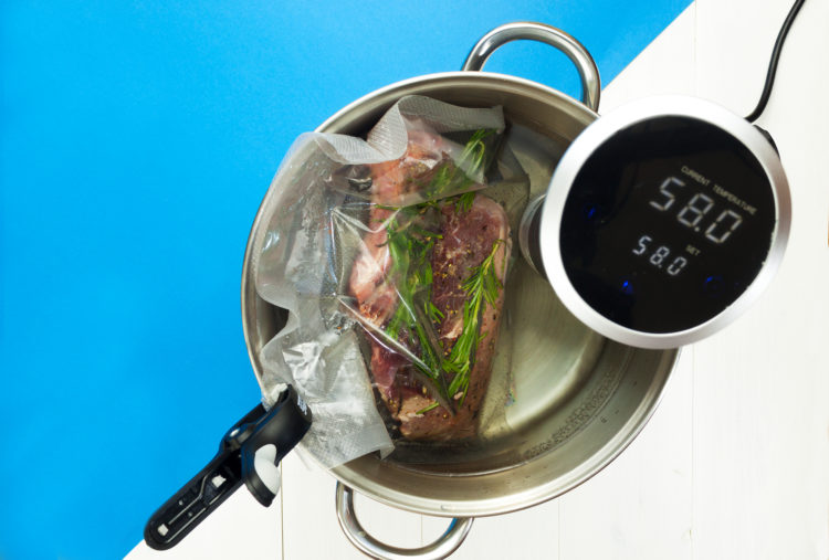 Stek sous-vide zczarną musztardą imizerią zjabłek